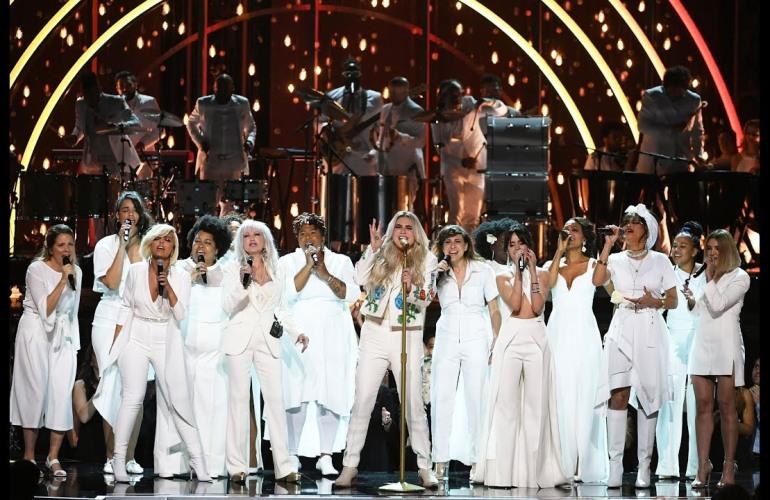 Kesha Praying Grammys