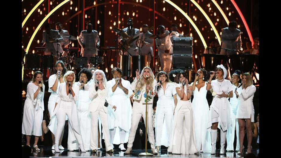 Kesha Praying Grammys